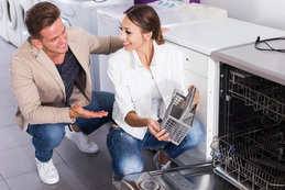 Family selecting modern dishwasher Fotolia 143880405